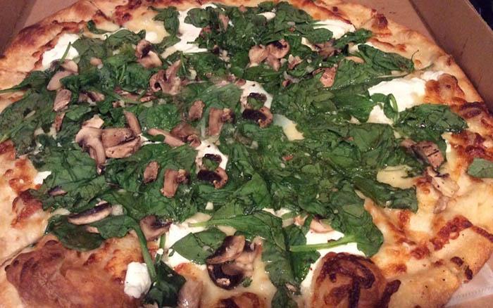 pizza-white-spinach